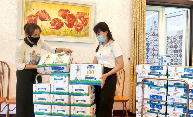 Chăm lo đời sống vật chất, tinh thần cho cán bộ công nhân viên trong phòng, chống dịch Covid-19